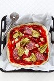 Pizza crua com vegetais grelhados fotos de stock