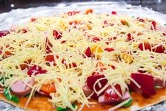 Pizza cuite à la maison Pizza des ingrédients naturels Effectué avec amour Photos libres de droits