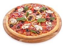 Pizza délicieuse italienne avec les champignons et le jambon d'isolement photos libres de droits