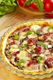 Pizza da batata com salami e cogumelos fotografia de stock