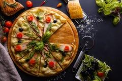 Pizza da galinha da noite Imagem de Stock Royalty Free