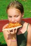 Pizza da menina Fotografia de Stock