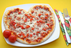 Pizza dada forma coração imagem de stock royalty free