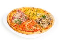 pizza das Quatro-cores isolada no fundo branco Fotos de Stock