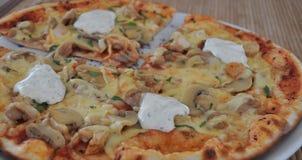 Pizza de champignon de couche et de poulet Photos libres de droits