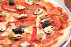 Pizza de champignon de couche et de poivre Images libres de droits