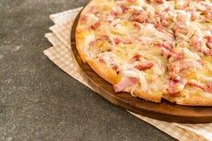 Pizza de flambé de Tarte photographie stock libre de droits