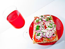 Pizza de Focassia e glas do vinho vermelho Imagens de Stock