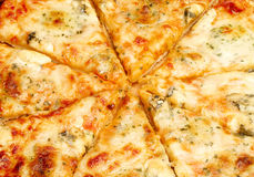 Pizza de fromage quatre Photos stock