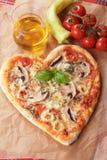 Pizza de Funghi con los pimientos picantes Fotos de archivo libres de regalías