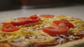 Pizza de Hand Making Italian do cozinheiro chefe Fim acima filme
