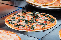 Pizza de la espinaca Foto de archivo