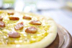 Pizza de la estufa Foto de archivo libre de regalías