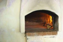 Pizza de la estufa Imágenes de archivo libres de regalías