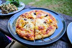 Pizza de la seta en plato Fotos de archivo libres de regalías