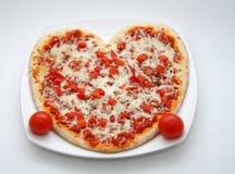 Pizza de la tarjeta del día de San Valentín Foto de archivo libre de regalías