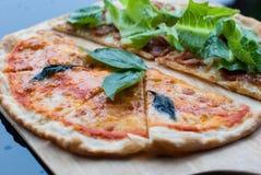 Pizza de Margherita y de Caesars Foto de archivo libre de regalías