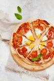 Pizza de matin avec des oeufs d'en haut Image stock
