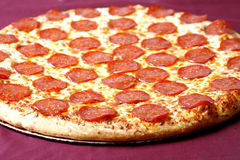 Pizza de Pepperoni Fotos de Stock Royalty Free