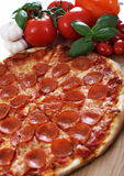 Pizza de pepperoni image stock