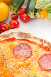 Pizza de pepperoni fina original italiana da crosta Fotografia de Stock Royalty Free