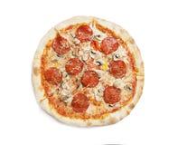 Pizza de Pepperoni isolada no branco foto de stock royalty free