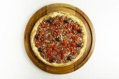 Pizza de Pepperoni no fundo branco fotografia de stock royalty free