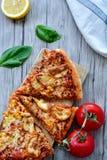 Pizza de poulet photographie stock