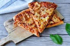 Pizza de poulet images libres de droits