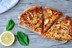 Pizza de poulet image stock