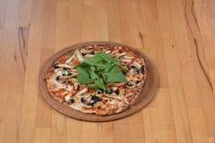 Pizza de poulet Photos stock