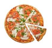 Pizza de poulet et de tomates Image stock
