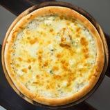 Pizza de quatro queijos Fotografia de Stock
