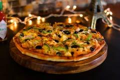 Pizza de queijo da galinha do BBQ imagem de stock royalty free