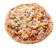 Pizza de queijo do marisco isolada no fundo branco Fotos de Stock Royalty Free
