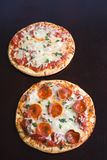 Pizza de salchichones Fotografía de archivo libre de regalías