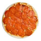 Pizza de salchichones cruda Fotos de archivo libres de regalías