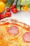 Pizza de salchichones fina original italiana de la corteza Fotografía de archivo libre de regalías