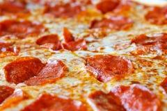 Pizza de salchichones rebanada caliente Imagen de archivo libre de regalías