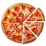 Pizza de salchichones sabrosa Vista superior de la pizza de salchichones caliente Endecha plana Aislado en el fondo blanco fotografía de archivo