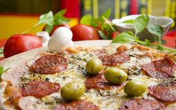 Pizza de salsicha deliciosa Imagem de Stock