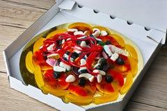 Pizza de sucreries dans la boîte photographie stock