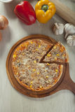 Pizza de thon Photos libres de droits