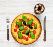 Pizza degli alimenti a rapida preparazione con cola fredda Immagini Stock