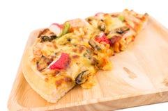 Pizza dei frutti di mare su fondo isolato bianco Fotografia Stock Libera da Diritti