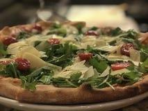 Pizza del Arugula del Prosciutto Foto de archivo