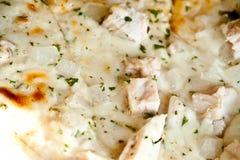 Pizza del Caesar del pollo Fotografie Stock Libere da Diritti