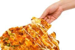 pizza del control de la mano del hombre Imagen de archivo libre de regalías