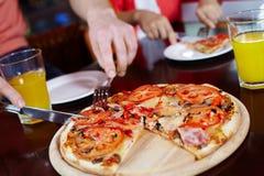 Pizza del corte Imagen de archivo libre de regalías