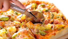 Pizza del corte Fotografía de archivo libre de regalías
